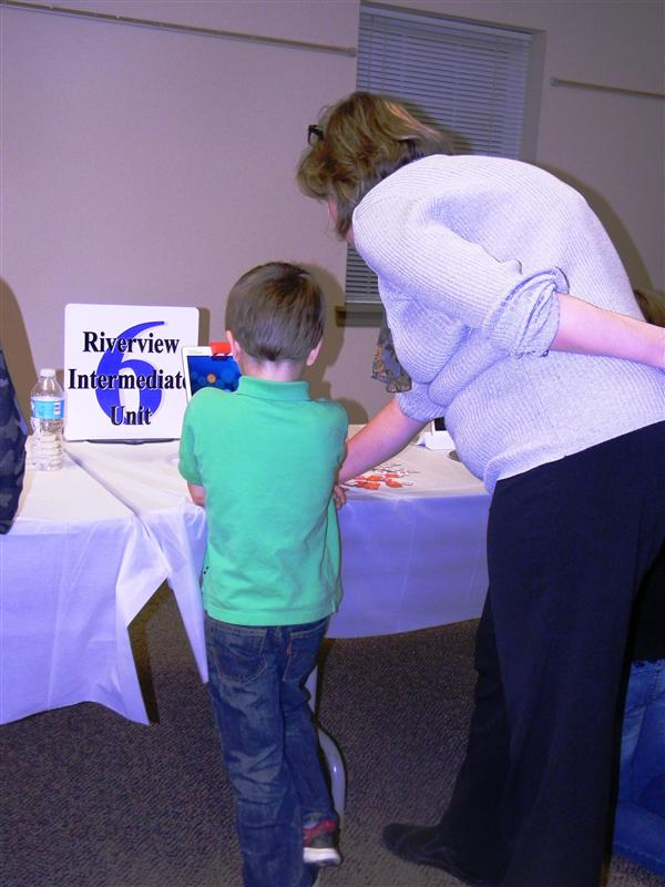 An RIU6 employee demonstrates Osmo to a young participant.